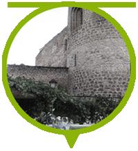 mesa junto al torreón del castillo de la Peña Bermeja